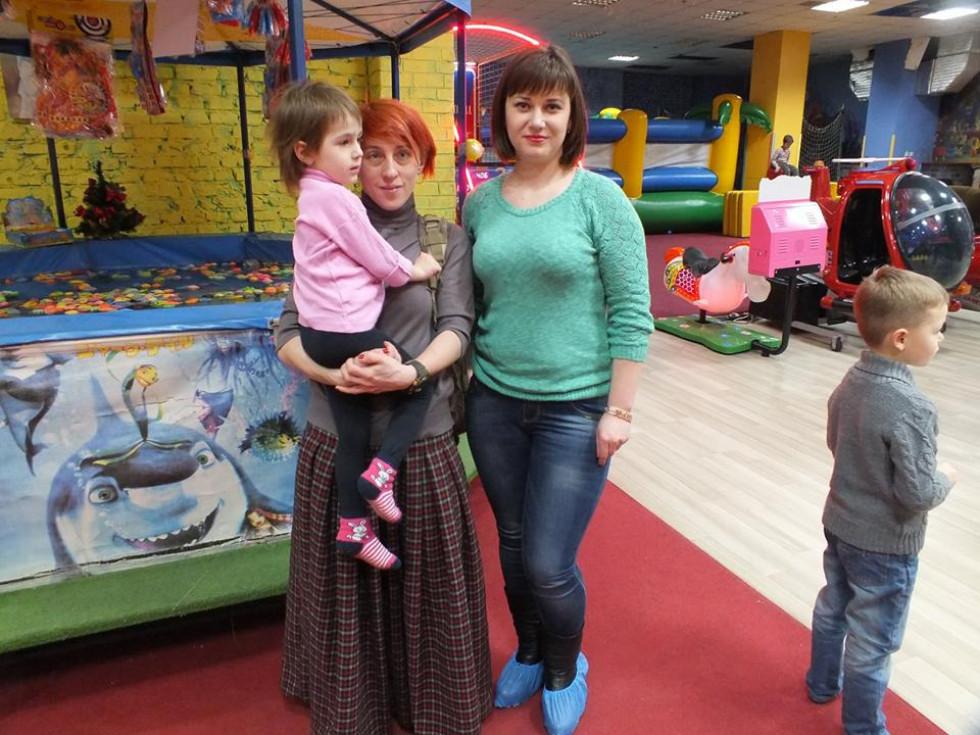 Анастасія Стасюк з волонтеркою Тетяною Должко