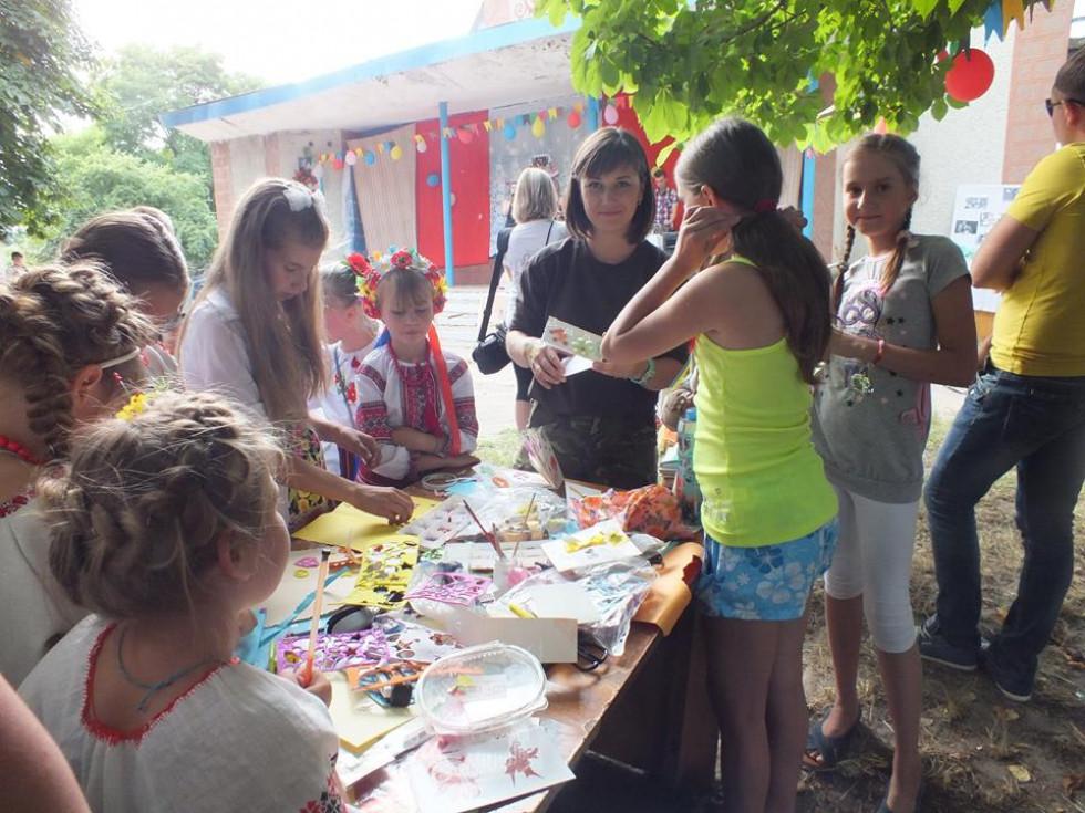 Анастасія Стасюк на одному з майстер-класів під час благодійного концерту, які Самооборона організовувала, задля збору коштів для потреб бійців АТО
