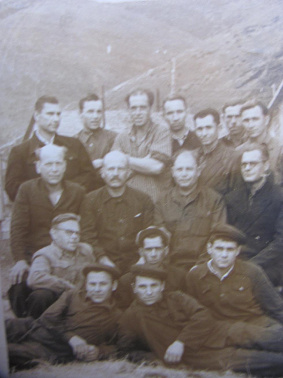 Рудник в Белово. Зверху справа Антон Костюк