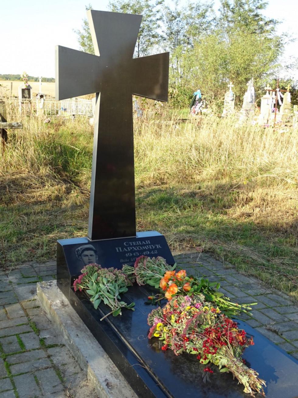 Могила Степана Пархомчука на кладовищі села Волосіївка